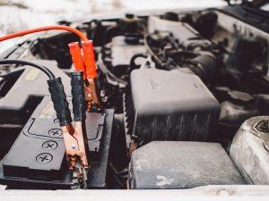 5 Tips Merawat Aki Mobil Agar Tidak Mudah Soak