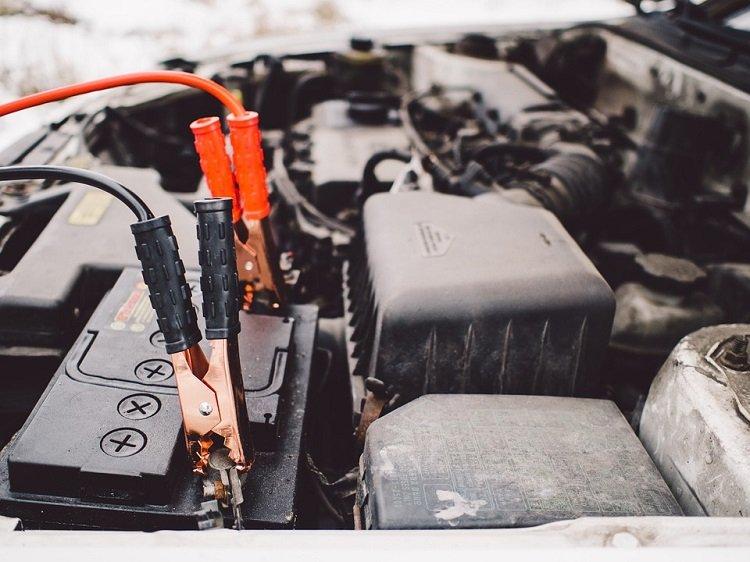 5 Tips Merawat Aki Mobil Agar Tidak Mudah Soak-otospector