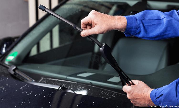 4 Tips Agar Wiper Kaca Mobil Selalu Siap Saat Hujan