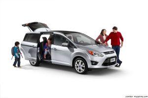 Memilih Mobil untuk Keluarga? Ini yang Harus Dipertimbangkan