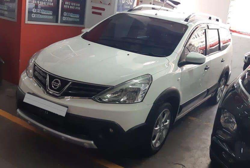 Harga mobil bekas di bawah 100 juta - Nissan Grand Livina XGear 2013
